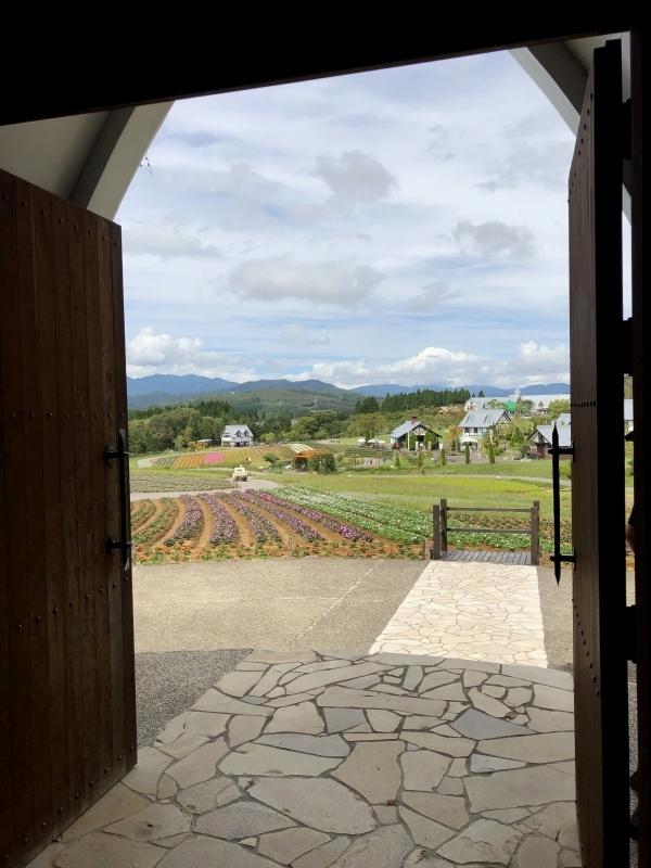ひるがの高原 牧歌の里 花の教会 中からの景色