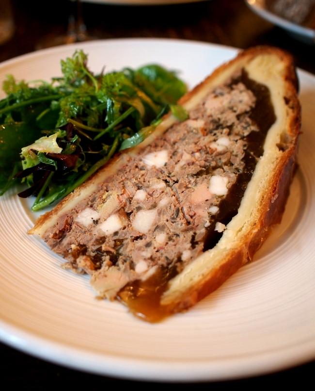 ル・ルペール・ドゥ・キャルトゥーシュ Pâté en croûte traditionnel foie gras de canard