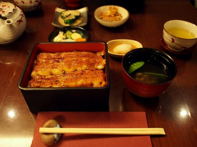 野田岩 パリ 鰻重定食