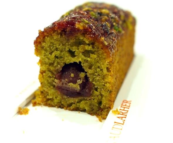 アルノーラエール Cake pistache cerise 断面