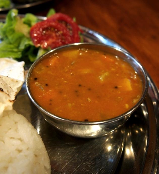 タラ・マウンテン・スパイス 2種盛りセット その日の野菜とダル