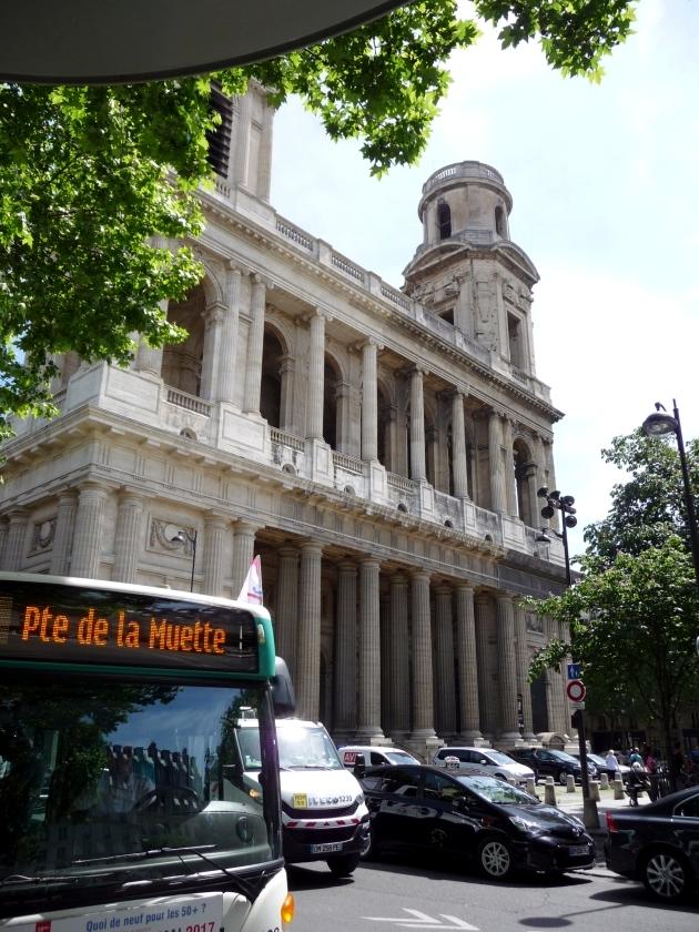 サン=シュルピース教会 (Église Saint-Sulpice) の前のバス停より