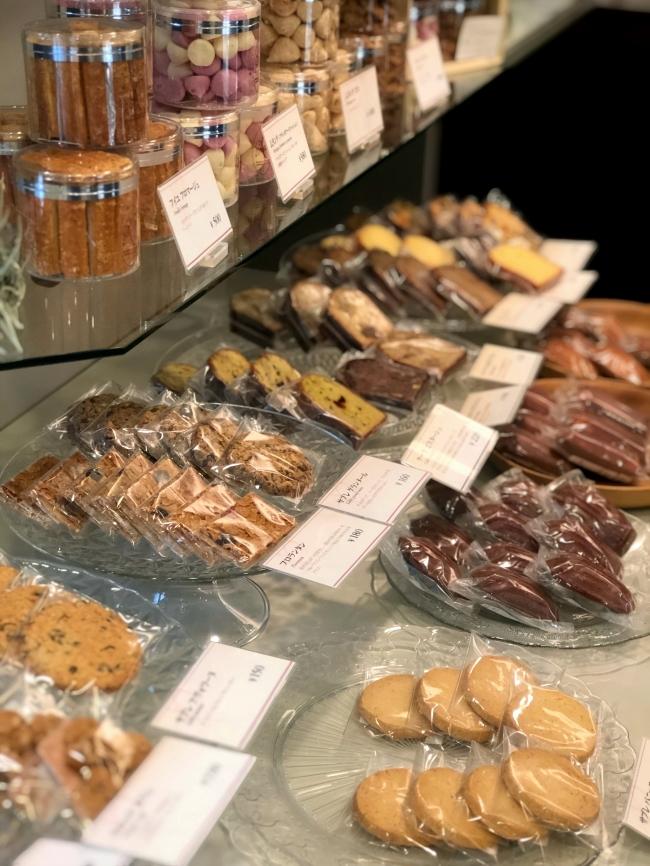 ルラシオン 焼き菓子棚