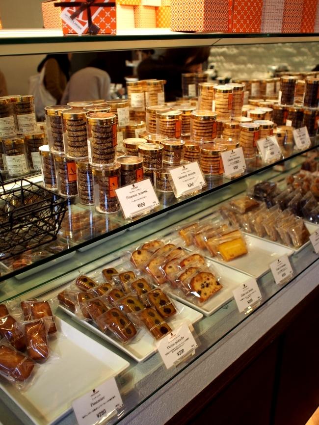 アルノー・ラエール 広尾 焼き菓子棚