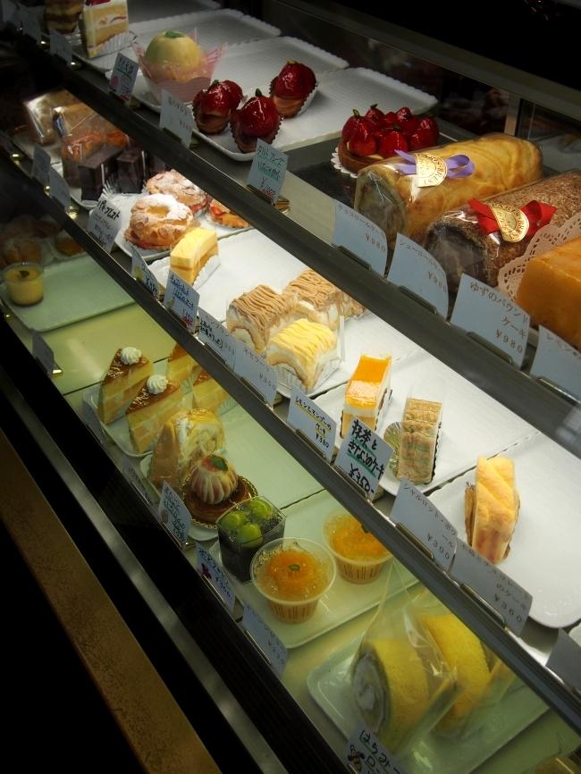 パリ・ブレスト 洋菓子店 ショーケース