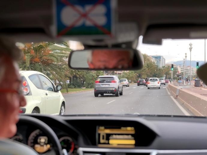 南フランス旅行 タクシー 車内