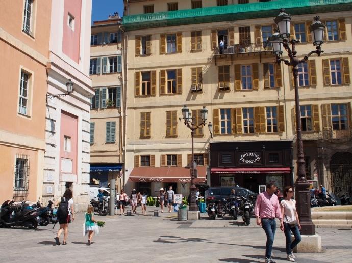 ニースの旧市街 Place du Palais de Justice