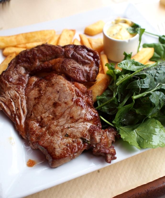 Café de la Fontaine Entrecôte race piemontaise, sauce béarnaise
