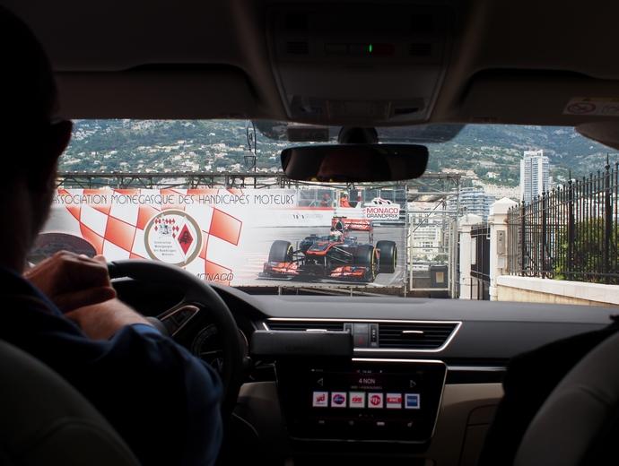 モナコ大公宮殿 へ向かうタクシー