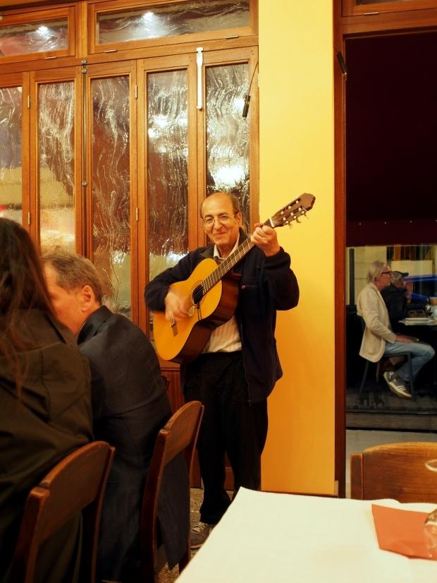 Chez Davia ギター流し