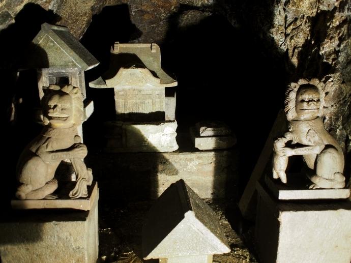江の島岩屋 3 狛犬 江島神社の発祥の場所
