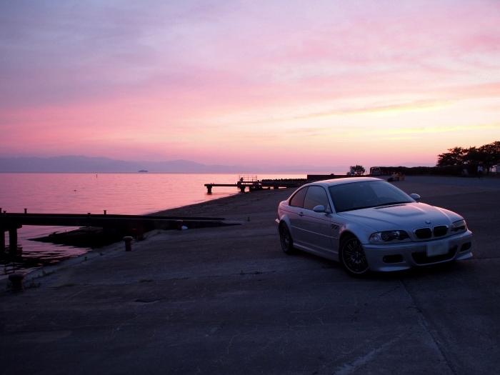 琵琶湖と車
