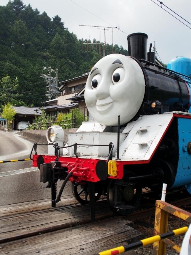 機関車トーマス 踏切通過