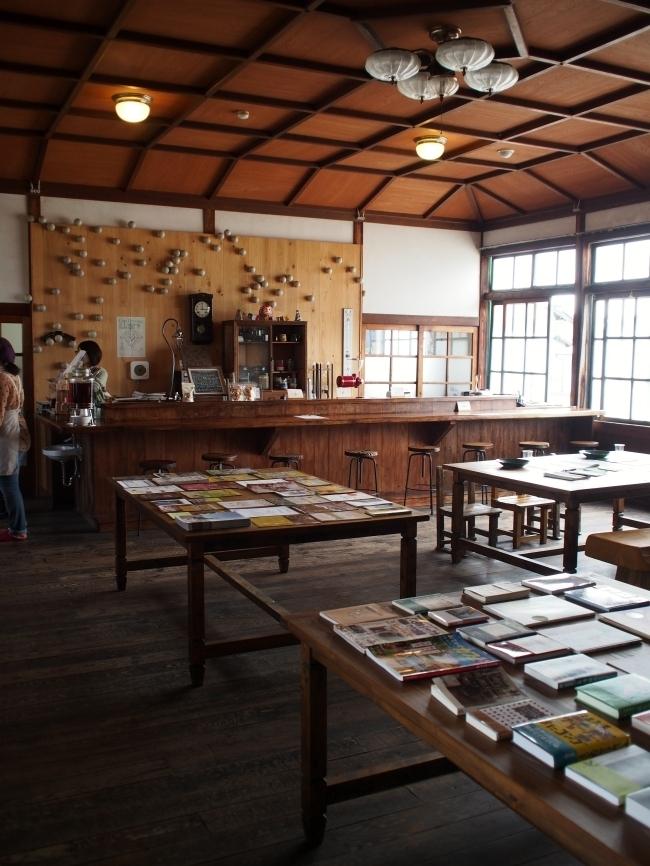 桐林館喫茶室内