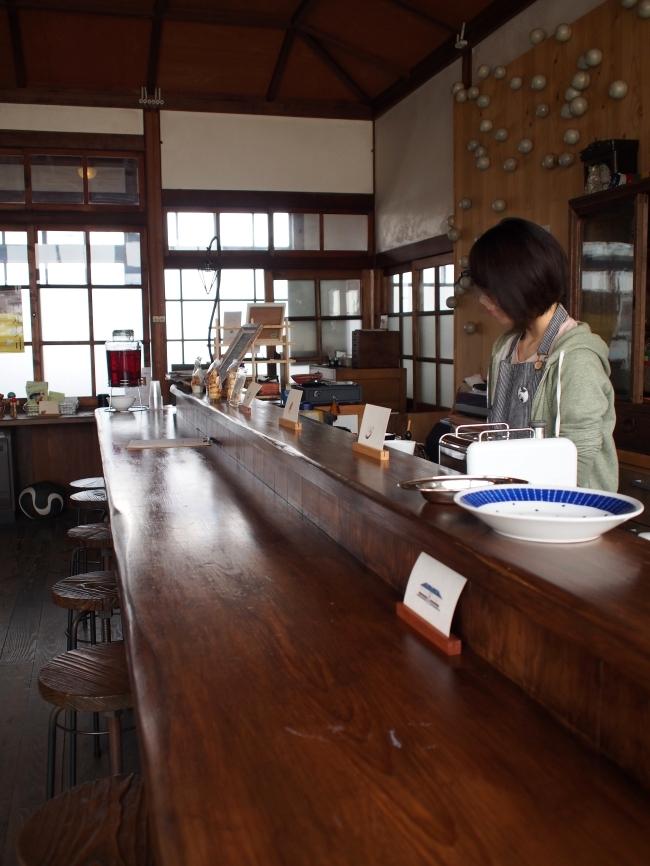 桐林館喫茶室 カウンター