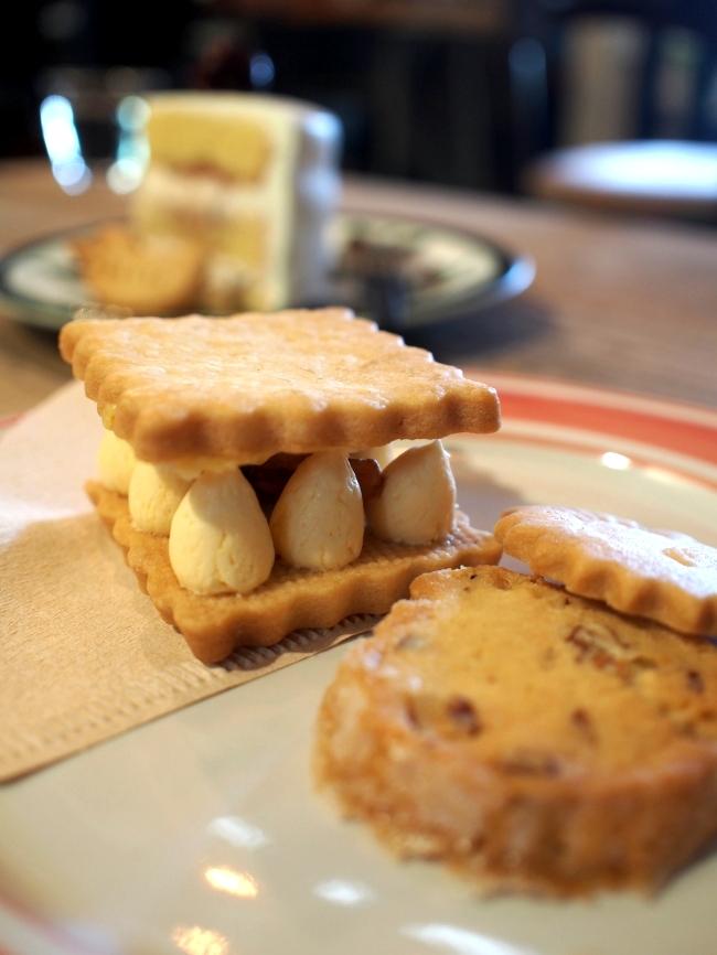 ハリスカフェ くるみバターサンドと焼き菓子