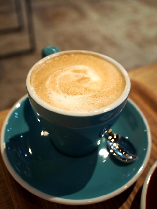 ベンチコーヒースタンドのカプチーノ