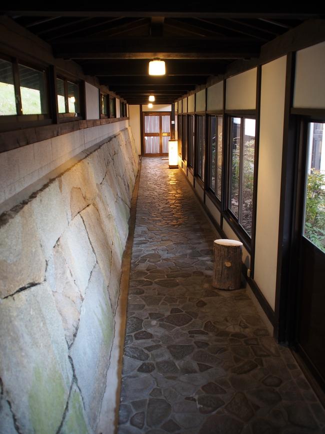 岩村山荘の温泉への通路2