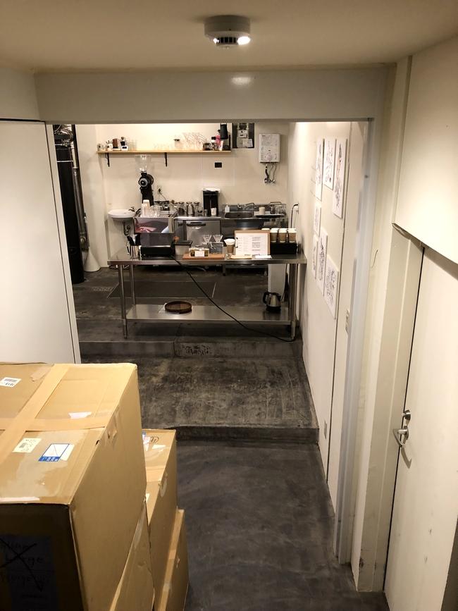 大阪コーヒー巡り HOOP 店内への階段