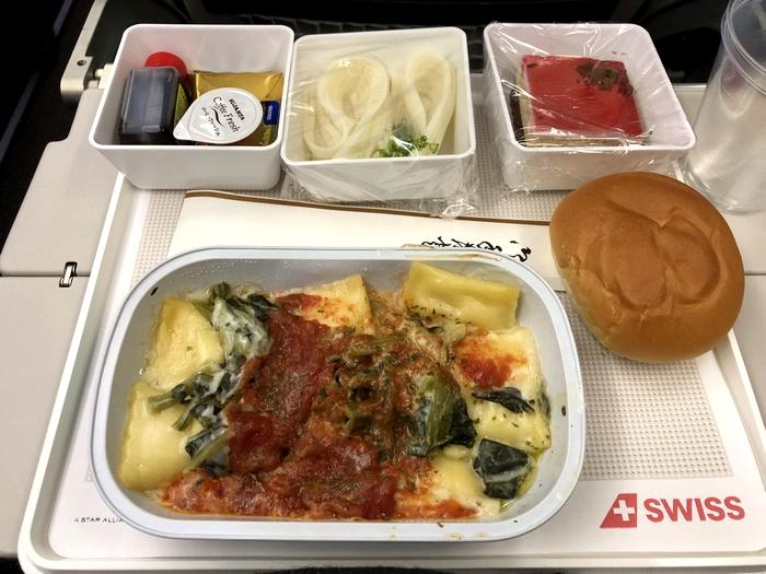 マルタ旅行 スイス航空食事1