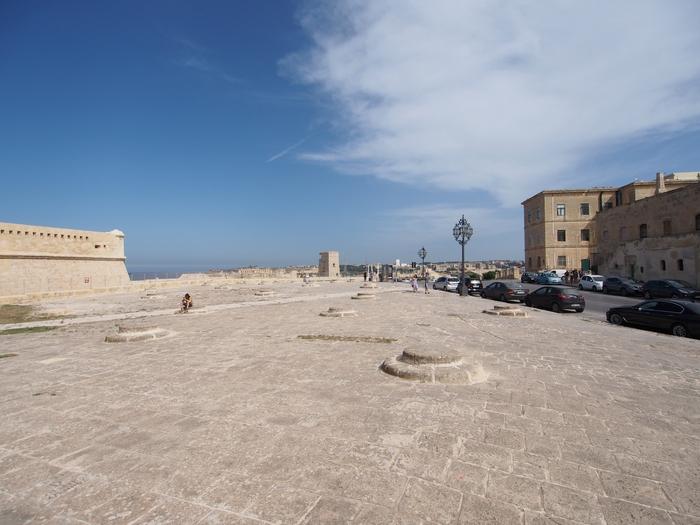 ヴァレッタ 聖エルモ砦(National War Museum - Fort St Elmo)の広場