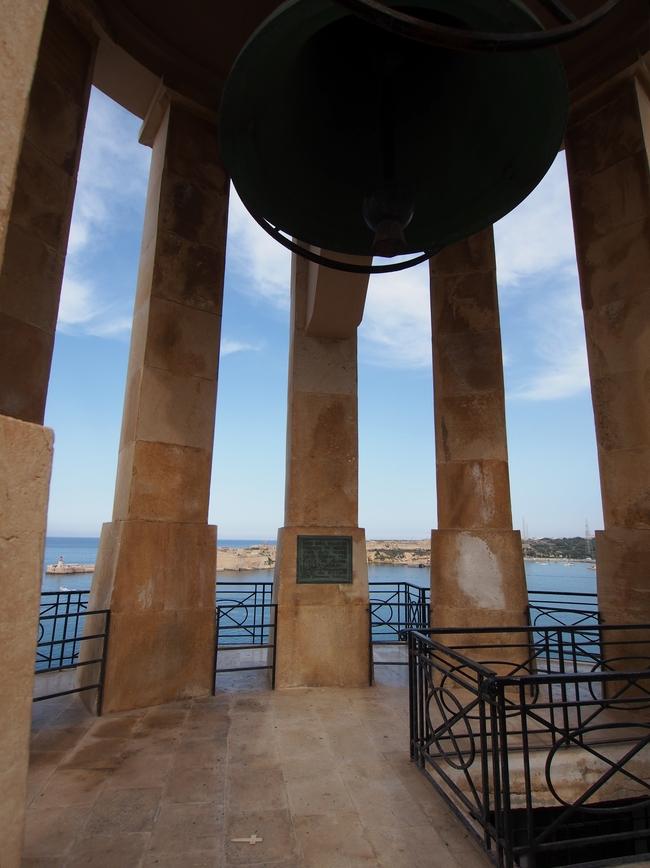 バレッタ Siege Bell War Memorial 3