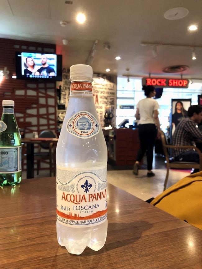 マルタからルクセンブルクへ マルタ空港のハードロックカフェ