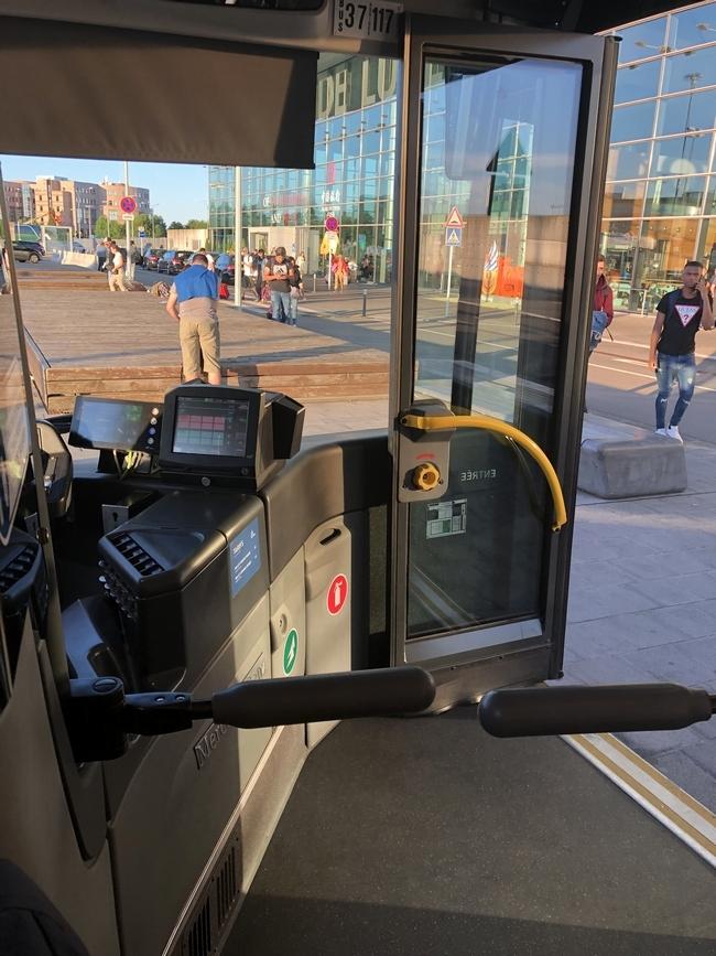 マルタからルクセンブルクへ バスに乗車