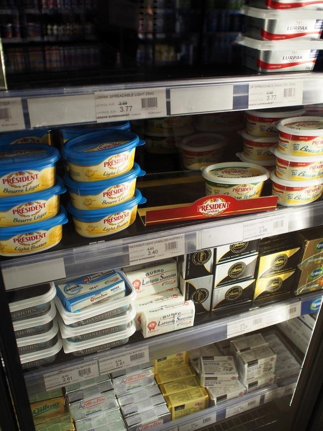 スーパーマーケットのバター売り場2