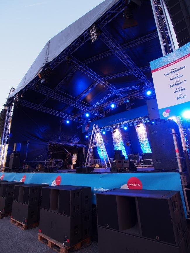 ギヨーム2世広場(Place Guillaume II)コンサートの準備2