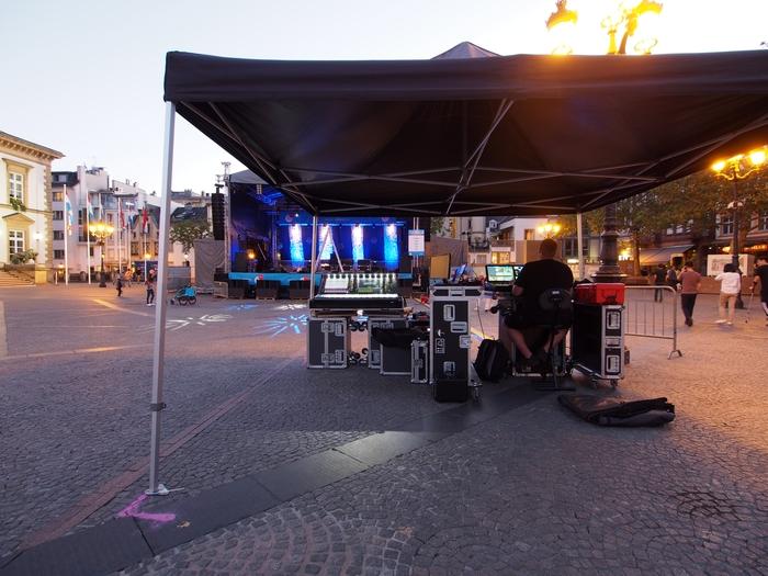 ギヨーム2世広場(Place Guillaume II)コンサートの準備