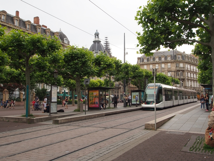 バルテルミーの店の前 Place Broglie