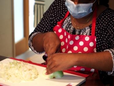 インド人女性が作るカレー アイキャッチ