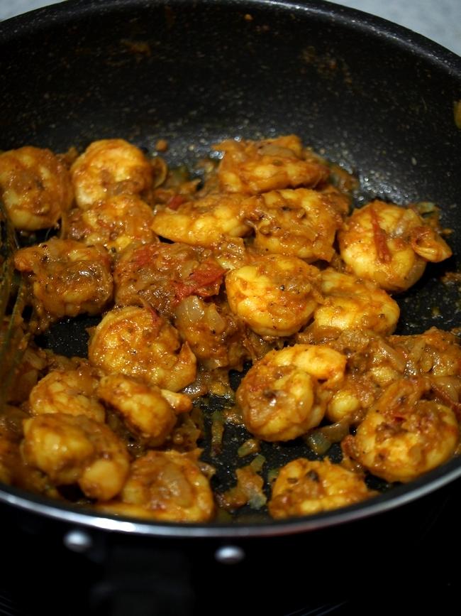 インド人女性が作るカレー プラウンフライ