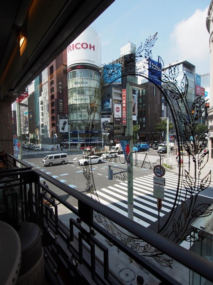 ラデュレの店内から外の眺め