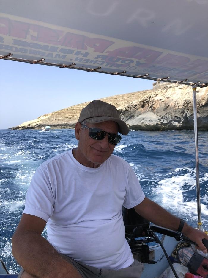 ブルーグロット ボートサービスの船長 操縦士