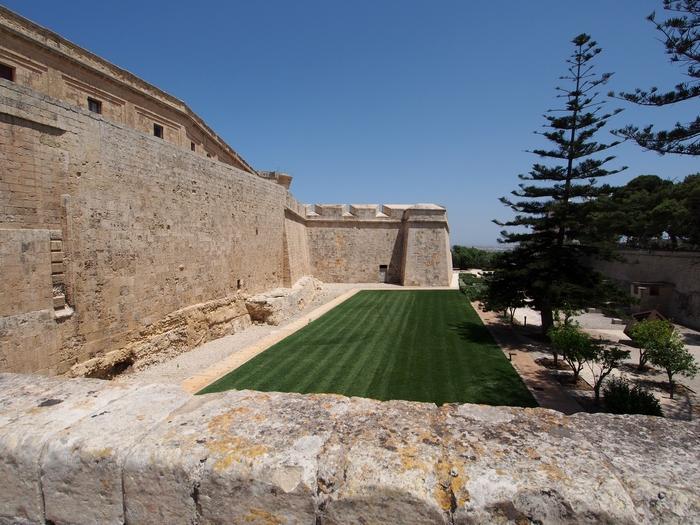 「Mdina Gate」から横の眺め