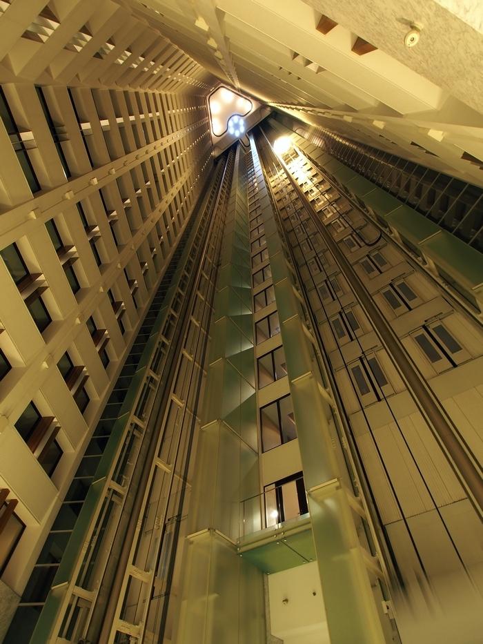 ザ・プリンスパークタワー東京 吹き抜けとエレベーター
