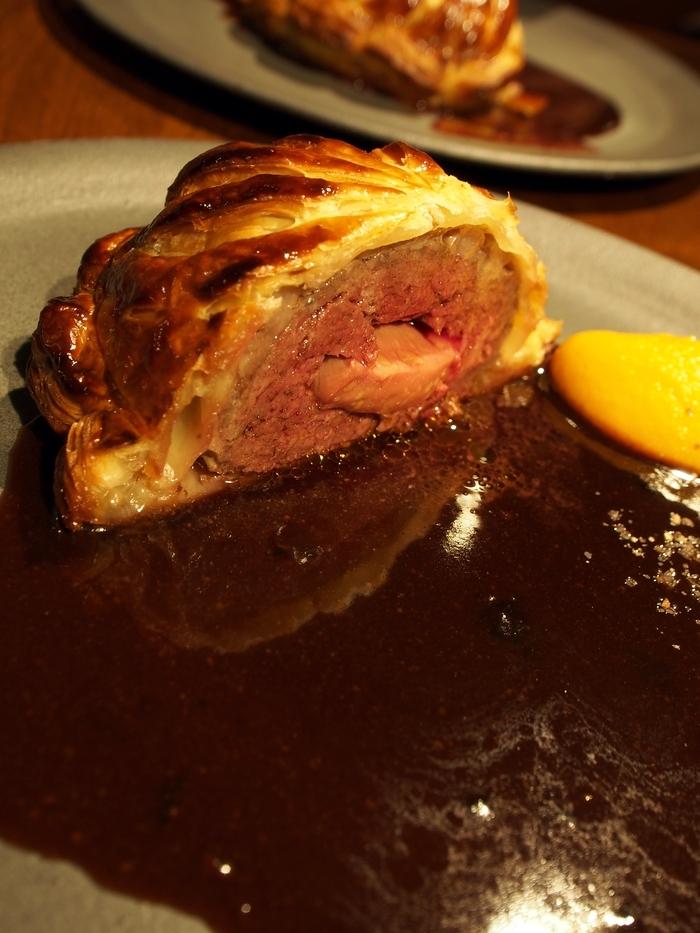 レストランユニック 月の輪熊とフォアグラのパイ包み焼き,サルミソース