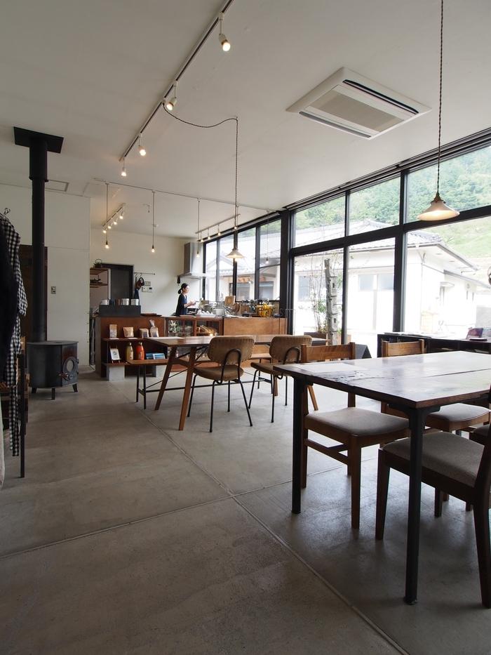 ベースキャンプコーヒー 店内