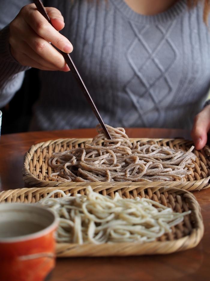 蕎麦ひねもす 伊那産信州ひすいそばと田切産玄挽き2種食べくらべ